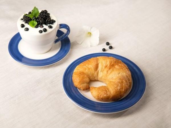 Frühstück mit Gmundner Keramik genießen. Bild: SN/Helen Severus